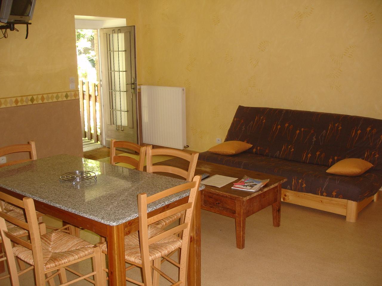 suite les foug res 2 chambres salon. Black Bedroom Furniture Sets. Home Design Ideas