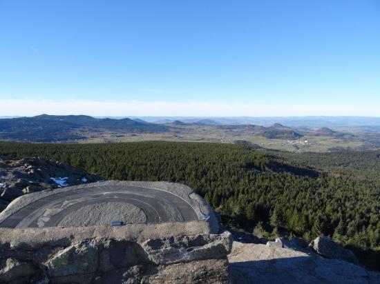 Les Sucs volcaniques depuis le sommet du Lizieux
